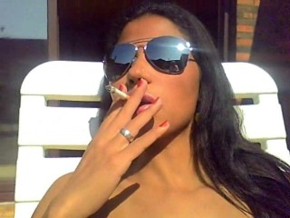 Tekohas Nude: Smokers Heaven